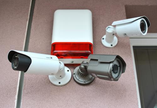 Différents modèles de caméras de surveillance